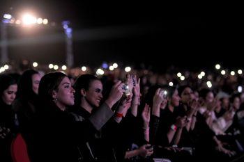 صورة من حفل المغني تامر حسني في جدة
