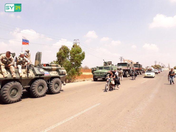الشرطة الروسية ترافق النازحين خلال عودتهم إلى بلدتي صيدا وكحيل في درعا