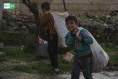 أطفال يبحثون عن العيدان الخشبية شمال حماة.. ما السبب؟