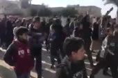 للمرة الأولى منذ سنوات.. مظاهرة مطالبة بإسقاط الأسد في الطبقة