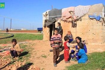 10 نازحين يعيشون في غرفة متهالكة بريف إدلب