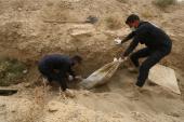 انتشال 150 جثة من مقبرة عُثر عليها في الرقة