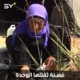 امرأة سبعينية نازحة تعيش بمفردها في خيمة تحت الأشجار في ريف إدلب
