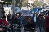 """عنصر من تحرير الشام يهدد المتظاهرين والإعلاميين في إدلب بـ """"القتل""""!"""
