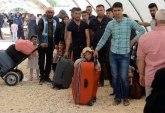 ناشطون يسخرون من روسيا بعد نشرها صورا كاذبة لمدنيين غادروا إدلب!
