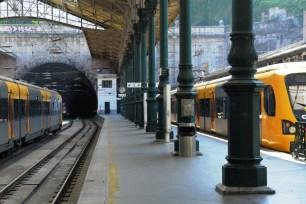 Bahnhof (nicht Metro) in Porto
