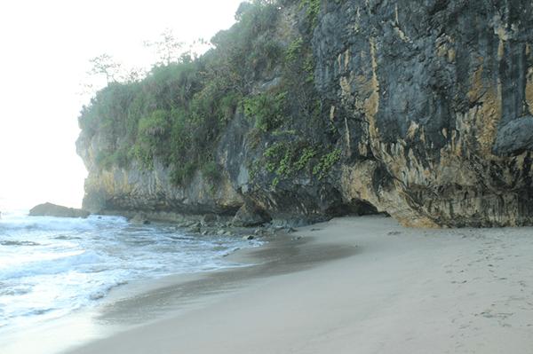 Taman Wisata Goa langir