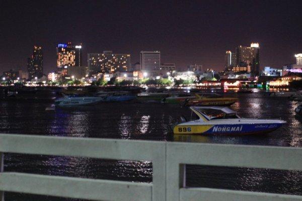Suasana Malam Dermaga bali Hai