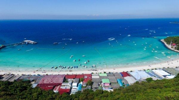 Pantai Tawaen Pulau Koh Larn dari Kejauhan