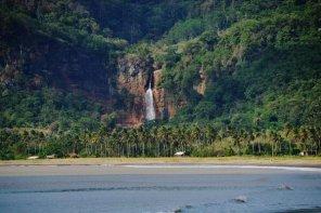 Air Terjun Cimarinjung dari Pantai Palangpang