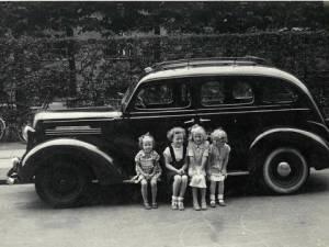 Børn ved bil