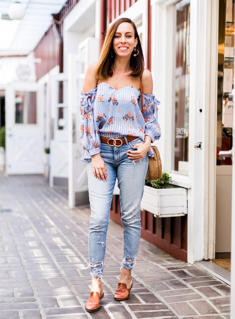5ddc281450 Sydne Style Shows Cute Summer Outfit Ideas With Distressed Skinny