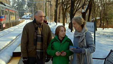 Peter McRobbie, Ed Oxenbould and Deanna Dunagan in The Visit