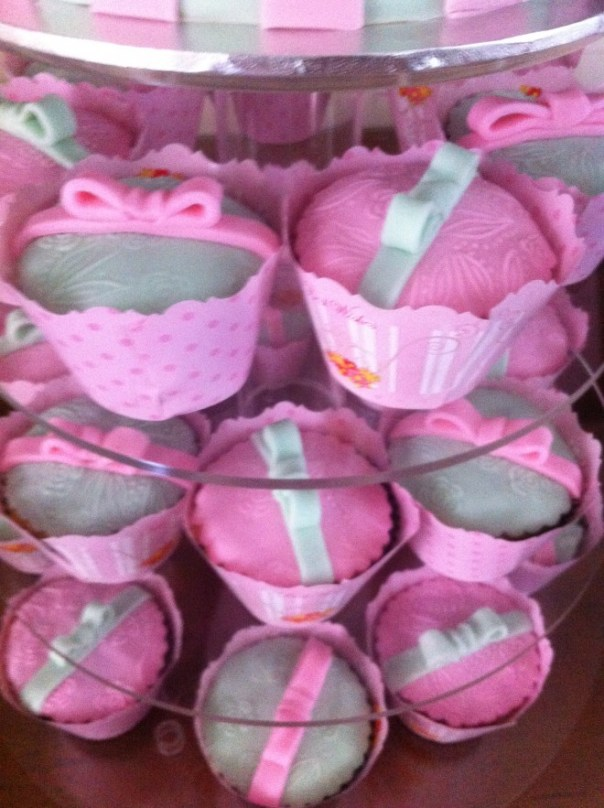 Ribbons and Bows Cupcakes