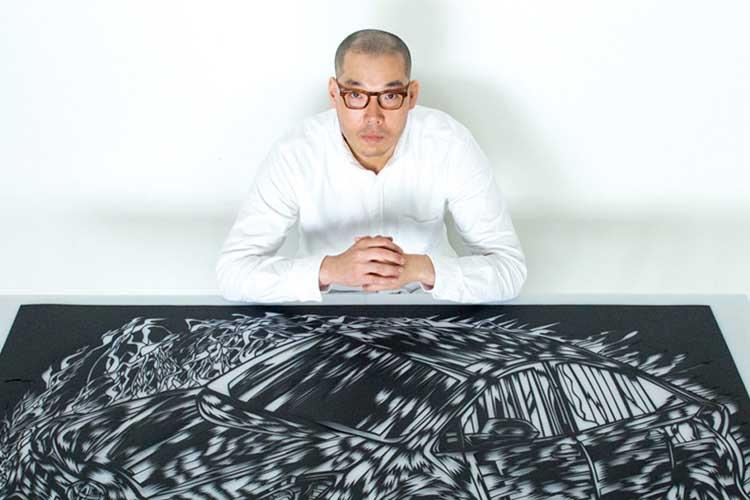 Mikito Ozeky dibujando a golpe de cuter