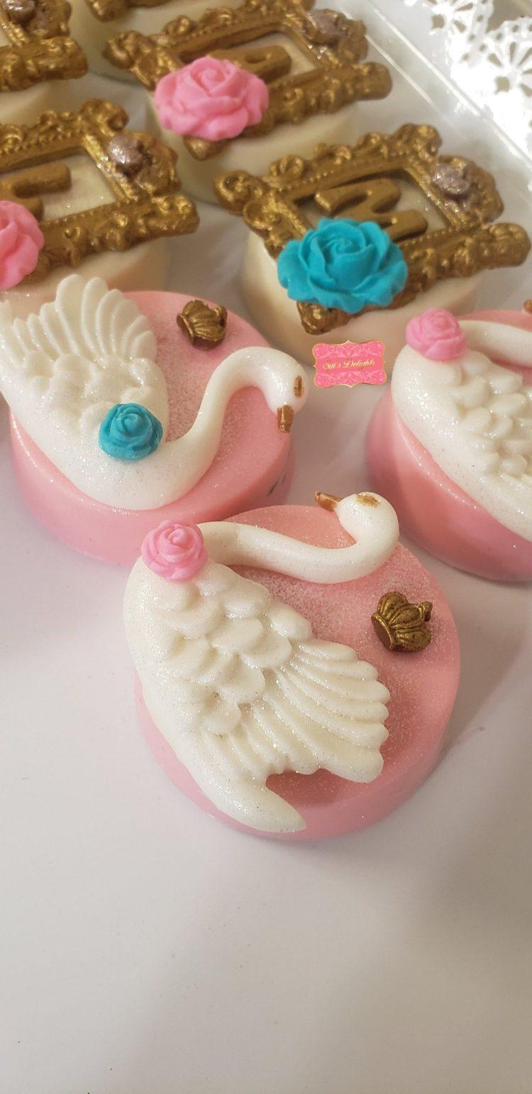 Swan Oreo cookies