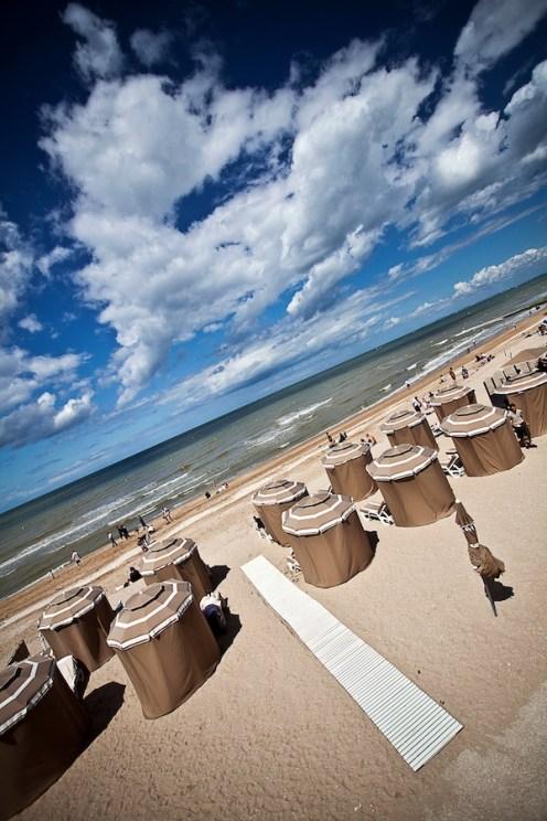 La plage de Cabourg et ses parasols
