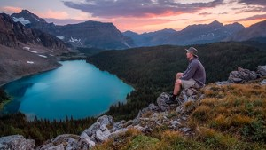 Meditation Homme Seul Nature _ Photo by Kalen Emsley _ Unsplash