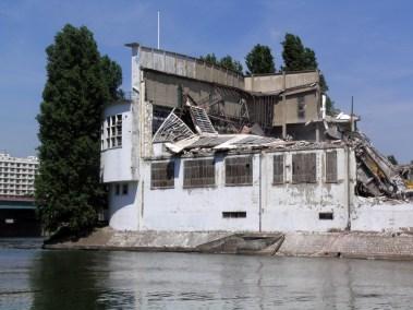 Au mois de mai 2004 la destruction de l'usine a commencé