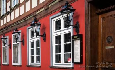 Rotes Haus (DMC-GX80 f/4.2 1/500sec ISO-100 20mm)