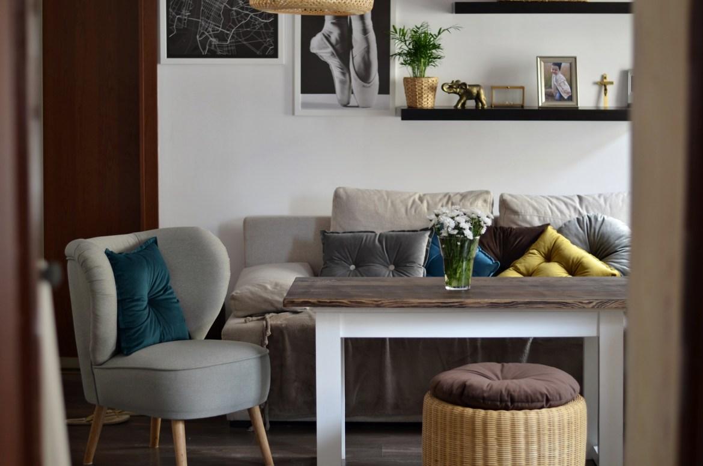 mały salon w mieszkaniu