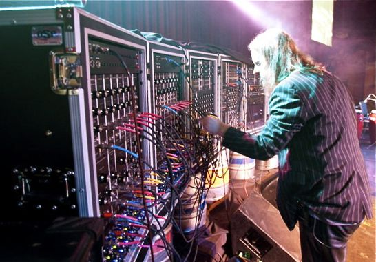 Modular Synthesizer Concert : erik norlander s modular synthesizer wall of doom raises goosebumps synthtopia ~ Vivirlamusica.com Haus und Dekorationen