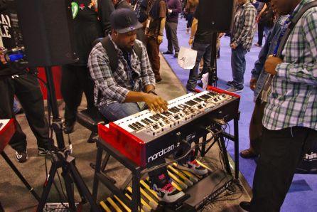 2012-NAMM-Show-Saturday11