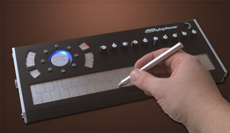 Using the Stylophone S2