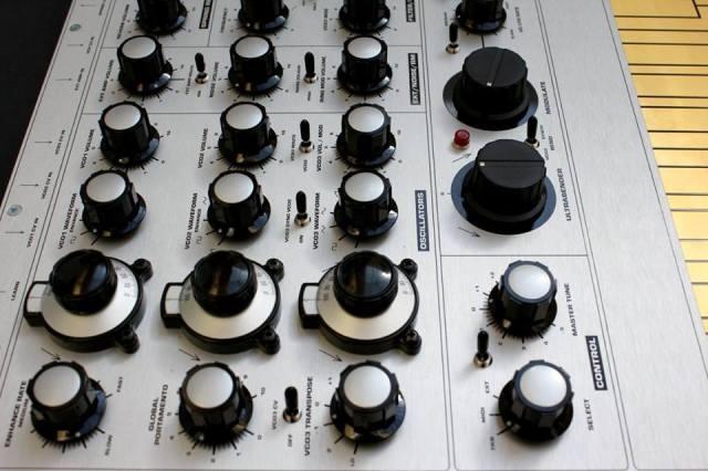 macbeth-elements-synthesizer-side