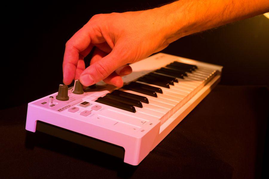 Arturia Keystep Hands-On Demo – Synthtopia