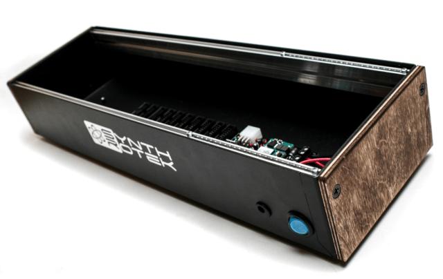 synthrotek-skiff-boat-case