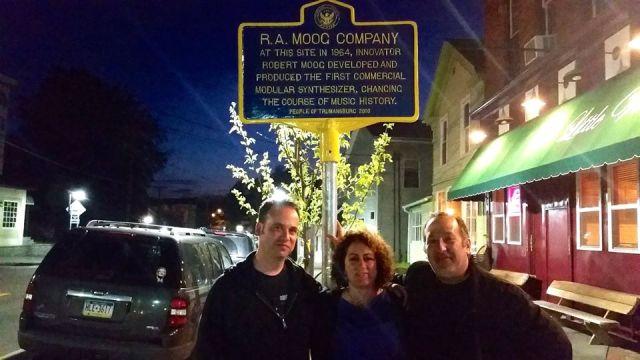 Moog-Koussa with the Electronic Voyager team, Jason Solvent (l), Robert Fantinatto (r).