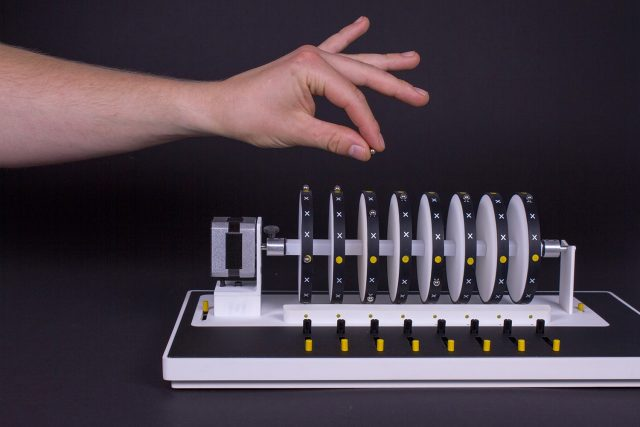 xoxx-tangible-music-sequencer-instrument