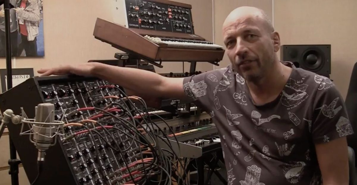 rob papen explains subtractive synthesis on a 5u modular synthesizer synthtopia. Black Bedroom Furniture Sets. Home Design Ideas