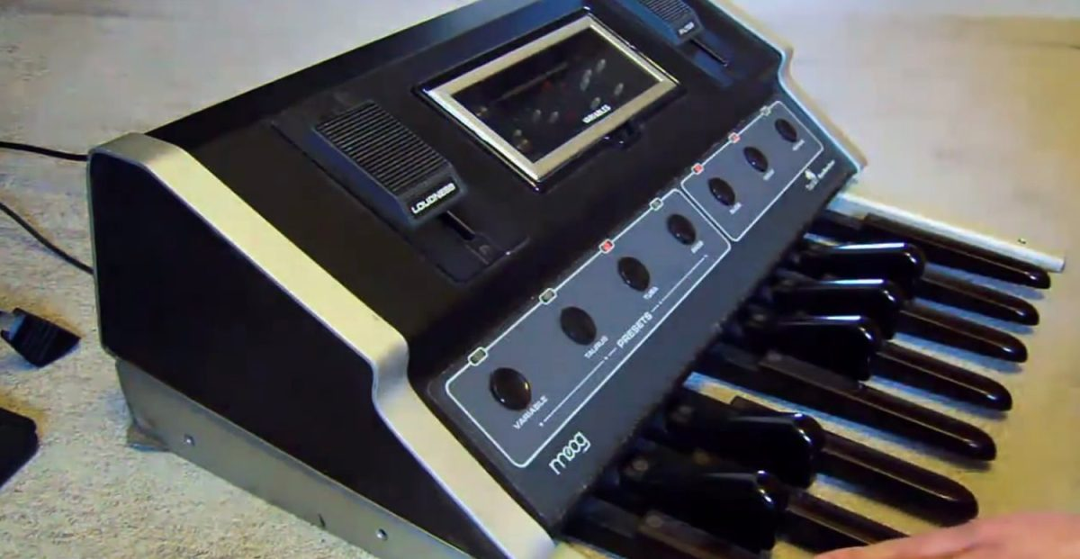 moog taurus analog bass synthesizer pedals hands on demo synthtopia. Black Bedroom Furniture Sets. Home Design Ideas