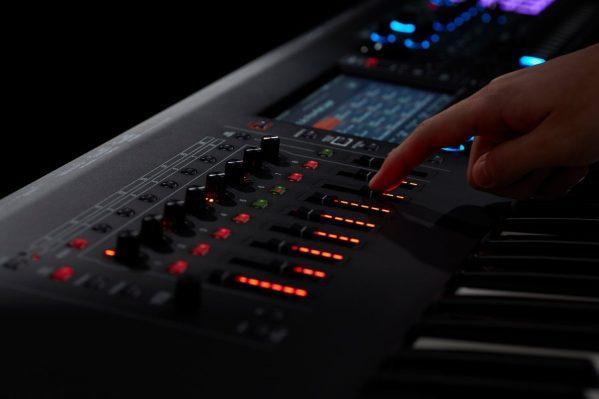 Roland-FANTOM-finger-on-slider