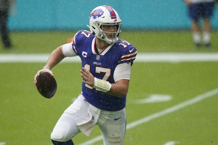 Josh Allen thrashes Dolphins for 400 yards, 4 TDs; Bills win, 31-28 (instant observations) - syracuse.com