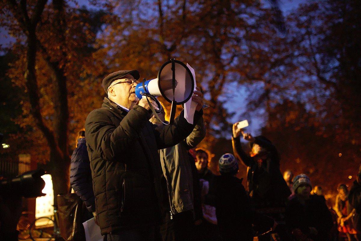 """رفاقنا في جمهورية التشيك يشاركون مواطنيهم في وقفتهم  """"شمعة من أجل حلب"""""""