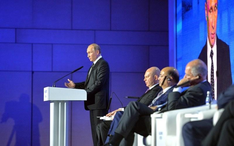 Le président russe Vladimir Poutine s'exprime lors du forum d'investissement Russia Calling! à Moscou, le 16 octobre 2016 (image Kremlim.ru)