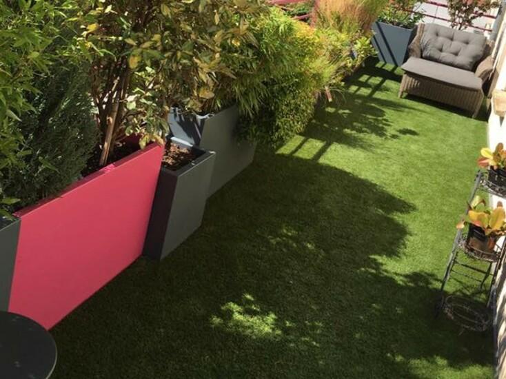 gazon synthetique sur un bacon terrasse