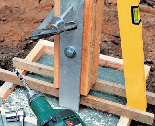 sceller des poteaux de bois