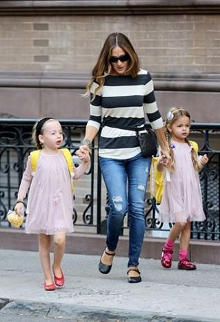 Sarah-Jessica-Parker-et-ses-jumelles-a-New-York-le-17-septembre-2014_portrait_w674