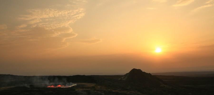 Kotlina Danakilska – Wschód słońca nad Erta Ale
