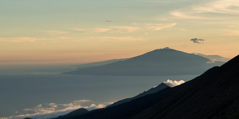 Widok z drogi na Mount Cameroon na Gwineę Równikową i Pico Basile