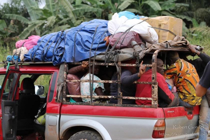 Autobus na trasie Makokou - Boka Boka