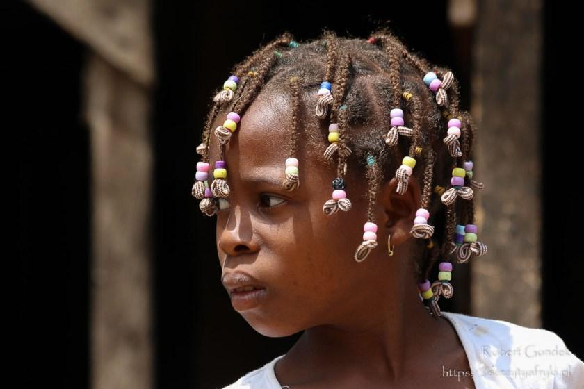 Dziewczynka z warkoczykami z Wysp Świętego Tomasza i Książęcej