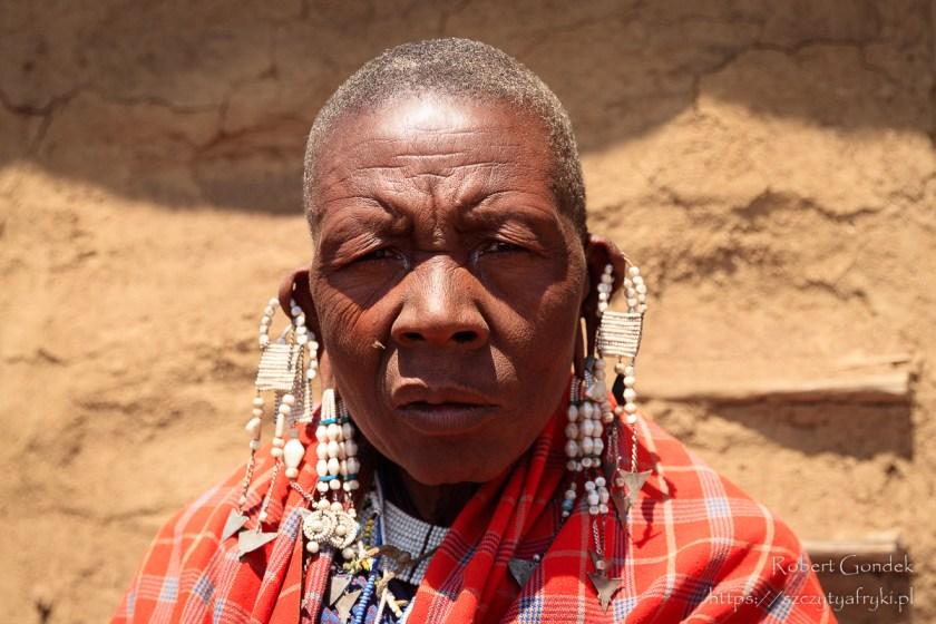Starsza Masajka z wioski Nayiobi w Tanzanii