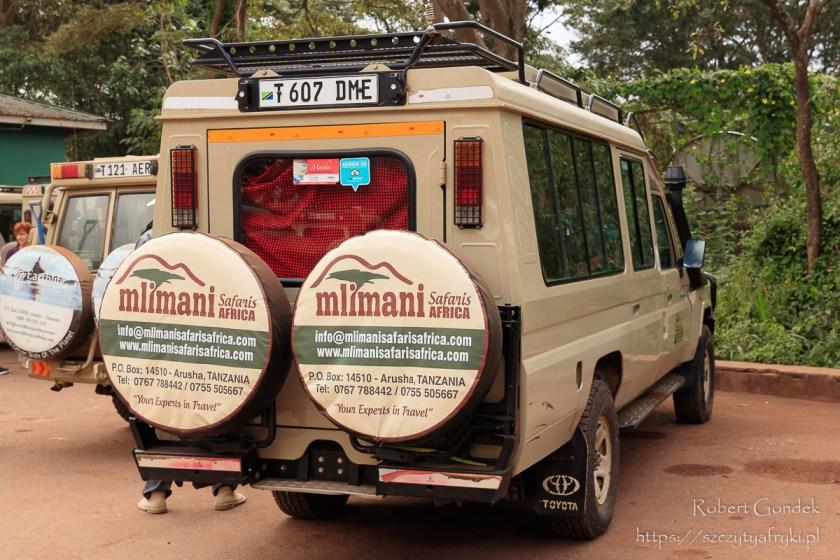 W oczekiwaniu na załatwienie formalności przed wjazdem w rejon Ngorongoro