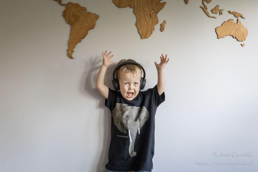Czarny t-shirt ze słoniem dla chłopca
