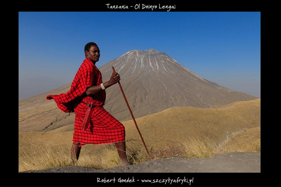 Zdjęcie Masaja i wulkanu Ol Doinyo Lengai